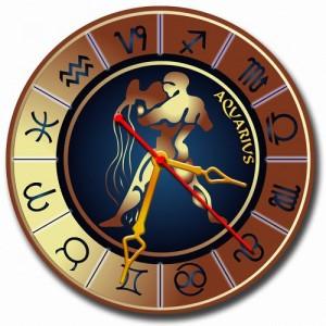 """Часы золотистые """"Водолей"""""""